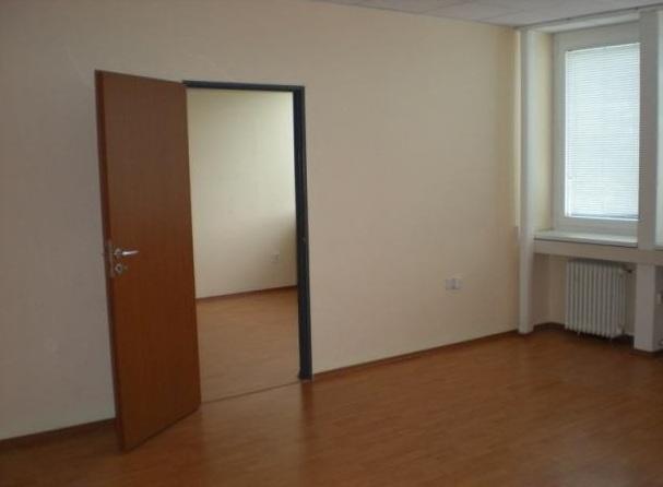 Kancelárie pri Poluse , Pluhová ulica