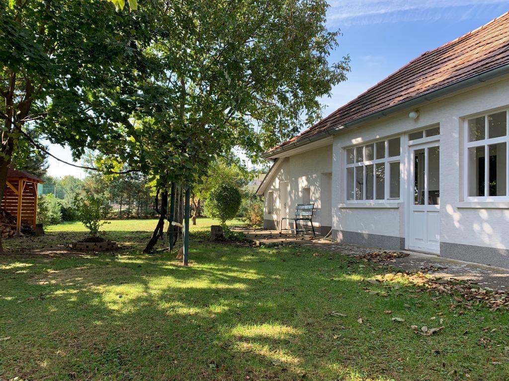 Vidiecky dom v obci Dolný Pial v blízkosti Podhájskej