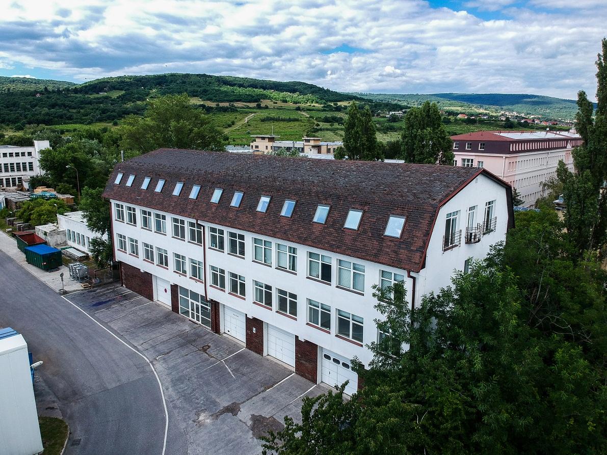 Administratívna budova – Rača, Pekná cesta